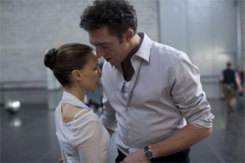 Natalie Portman și Vincent Cassel în BLACK SWAN. Foto: Niko Tavernise.