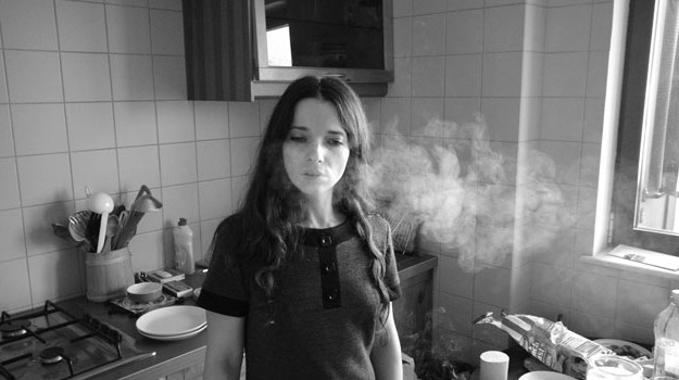 autoportretul-unei-fete-cuminti-review